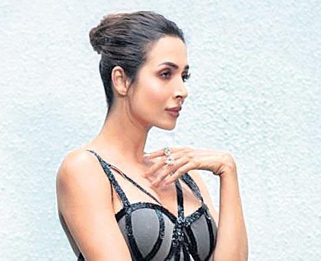 Malaika Arora Reveals How Chaiyya Chaiyya Shoot Left Her Bruised And Bleeding - Sakshi