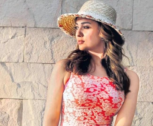 Nayanthara Rejects 10 crore Offer - Sakshi