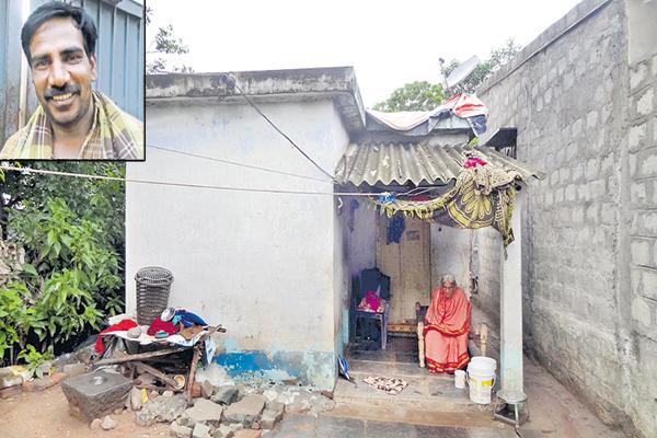 kidnapper Ravi Shekhar mother tearful comments about her Son - Sakshi