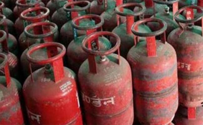 Government Cuts Kerosene, If They Want LPG Gas Connections In Nalgonda - Sakshi