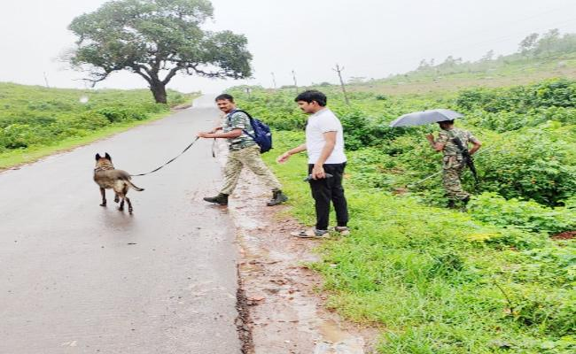 Police Combing For Maoists in Visakhapatnam - Sakshi