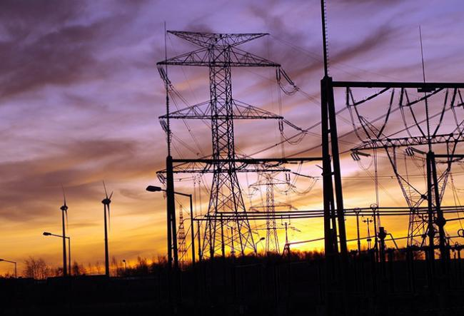 discoms to meet August 1 deadline for Letter of Credit for payment Matter - Sakshi