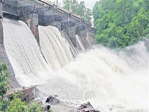 Huge Rains in several coastal districts - Sakshi