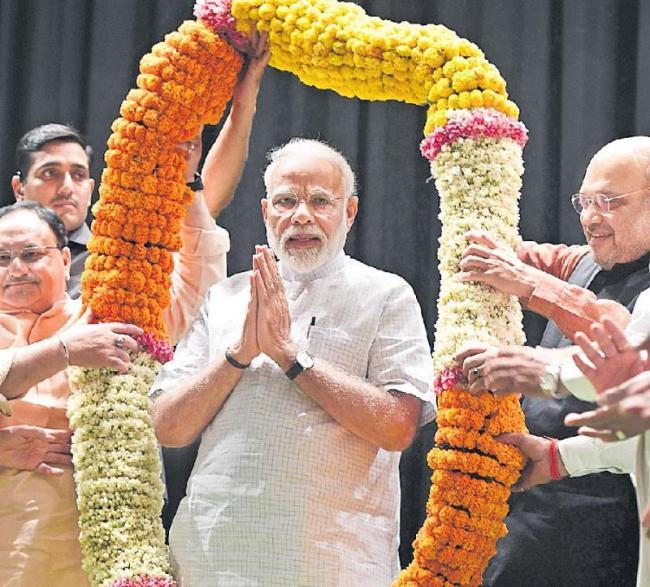 PM Modi condemns Akash Vijayvargiya bat attack - Sakshi