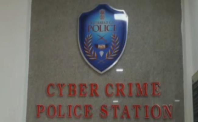 Cyber Crime Police Arrested Vizag Man For Morphing Photos - Sakshi