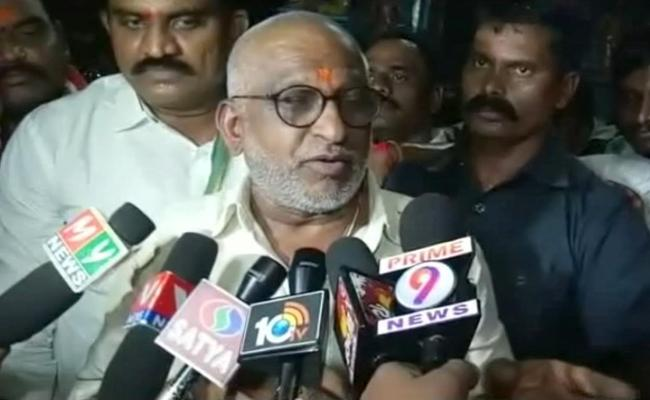 TTD Chairman YV Subba Reddy Slams TDP Govt Over Ornaments Issue - Sakshi