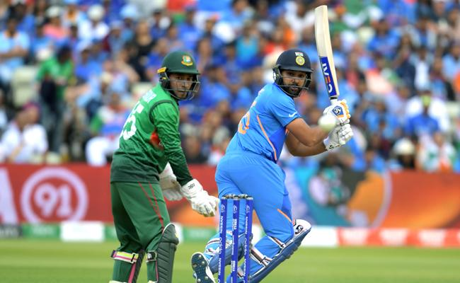 Rohit Sharma played chess with Bangladesh bowling attack - Sakshi