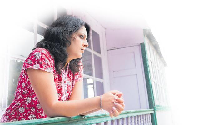 Gift Offer To Give Divorce - Sakshi