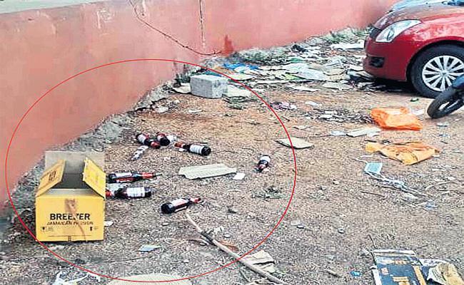 Drunkers And Smugglers in Gandhi hospital Area - Sakshi