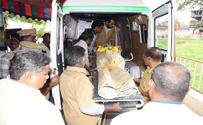 No Facilities In GGH Guntur - Sakshi