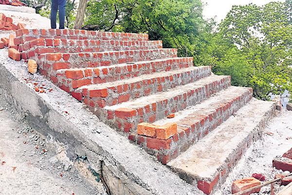 Yadadri stairs with 2 crores - Sakshi
