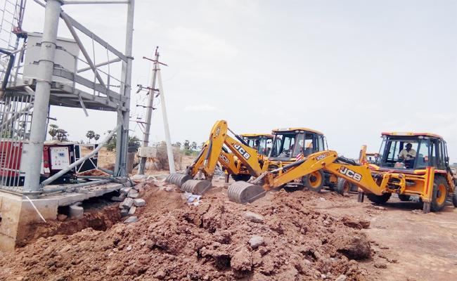 Demolishing Cell Tower In Nellore - Sakshi