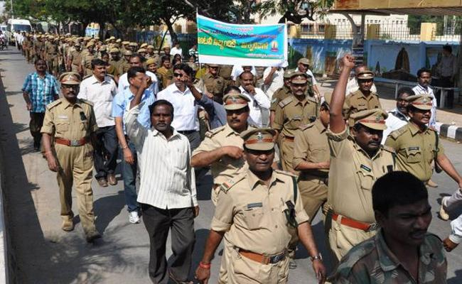 No Weapons For Forest Officers In Warangal  - Sakshi