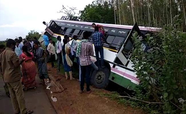 Bus  Crashed Into The Valley In Warangal - Sakshi