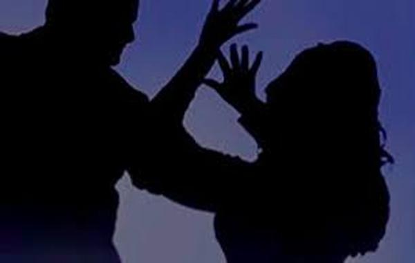 Person Killed Wife By Giving Current Shock In Prakasam - Sakshi