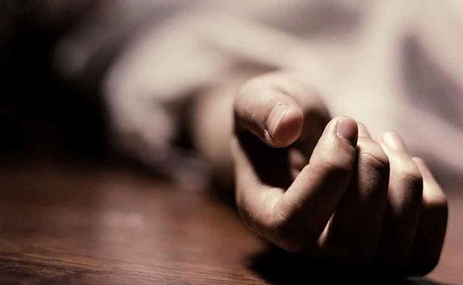 Women Try To Commit Suicide In Karimnagar - Sakshi