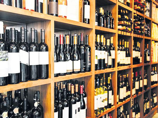 Reduction of 880 liquor stores - Sakshi