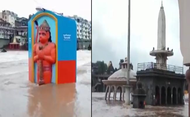 Godavari Flows Above Danger Mark In Nashik - Sakshi
