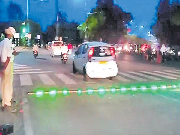 Appreciation from celebrities for LED stoplines - Sakshi