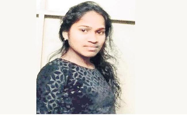 Pharmacy Student Soni Is Safe Who Kidnaped By Ravi Shankar In Hayathnagar - Sakshi