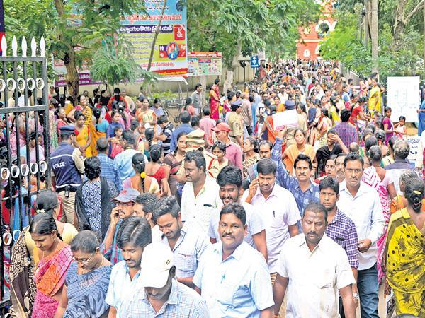 Women moved heavily for Spandana - Sakshi