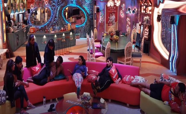 Varun Sandesh And Vithika Sheru Fighting In Bigg Boss 3 Telugu - Sakshi
