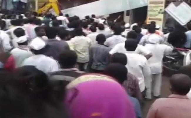 Bank Of Maharashtra Solapur Branch Roof Collapses - Sakshi