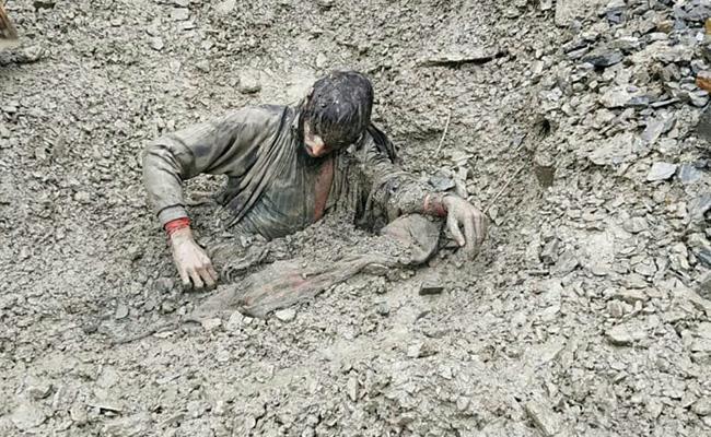 Man Trapped In Landslides Debris Rescued By CRPF After Dog Finds Him - Sakshi