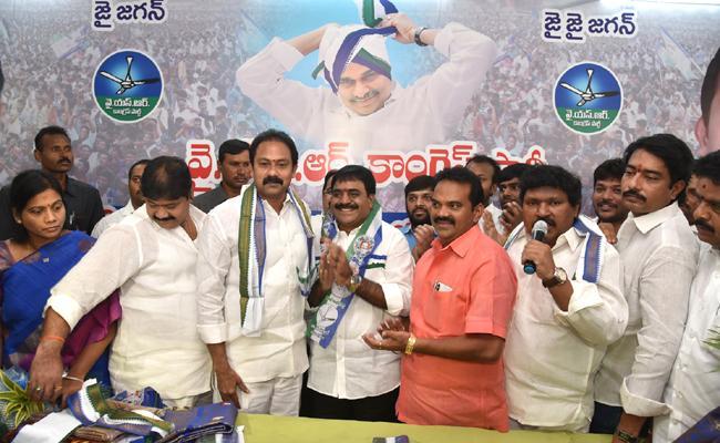 Ambika Raja joins YSR Congress Party - Sakshi