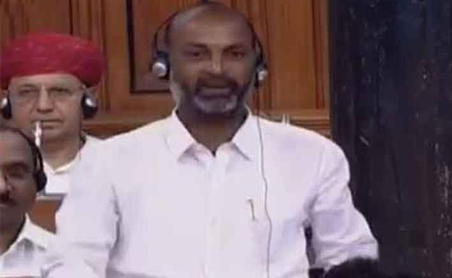 TRS MPs Complaint On MP Bandi Sanjay To Lok Sabha Speaker - Sakshi
