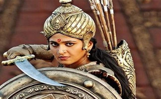 Anushka To Play Rani Of Jhansi In Sye Raa Movie - Sakshi