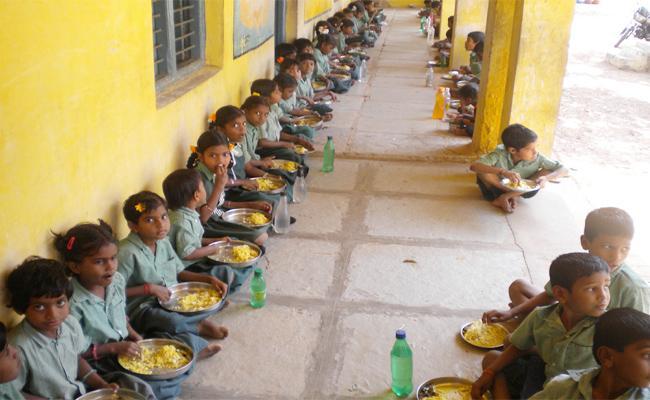 Breakfast With Midday Meals In Govt Schools In Telangana - Sakshi