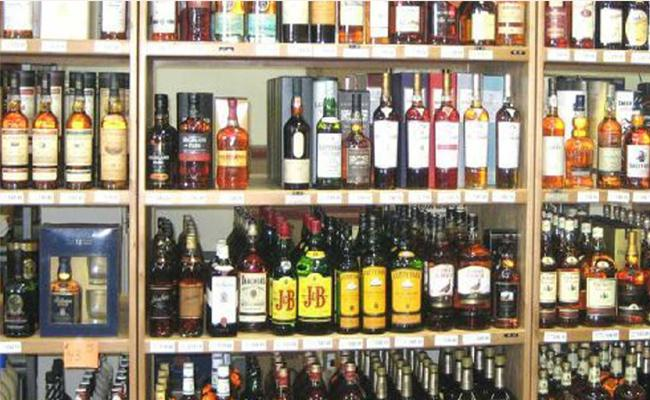 Liquor Sellers Not Renewed Their License In PSR Nellore - Sakshi