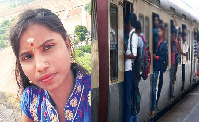 Women Died MMts Train Foot Board Journey Hyderabad - Sakshi