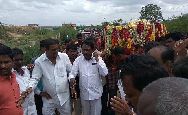 Teacher Who Treated As Junior Gaddar Died In Gadwal - Sakshi