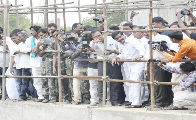 Vemula Prashanth Reddy Visits SRSP Canal - Sakshi