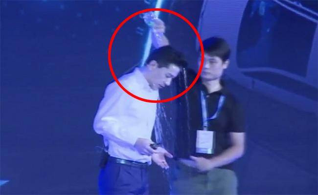 Man pours water on CEO of Baidu at conference - Sakshi