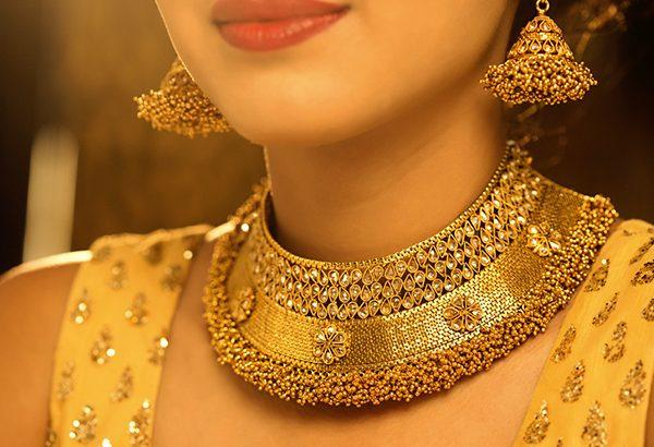 Domestic gold futures rally on customs duty on gold - Sakshi