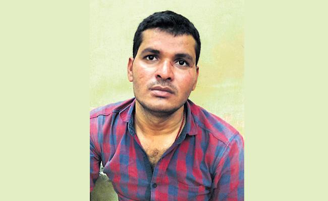 Man Arrest in Attack on SI in SR Nagar Hyderabad - Sakshi