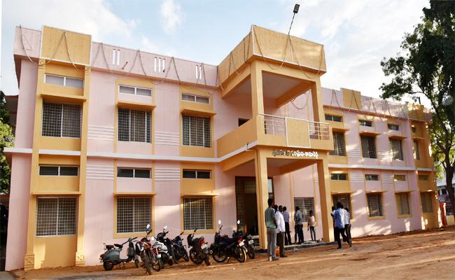 Development Works Are Pending In Kamareddy - Sakshi