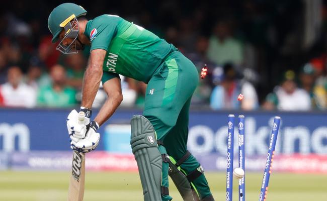 Pakistan finish with 315 despite Mustafizur fifer - Sakshi