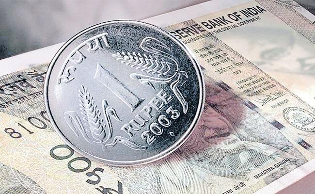 Rupee One Day Profit 39 Paise - Sakshi