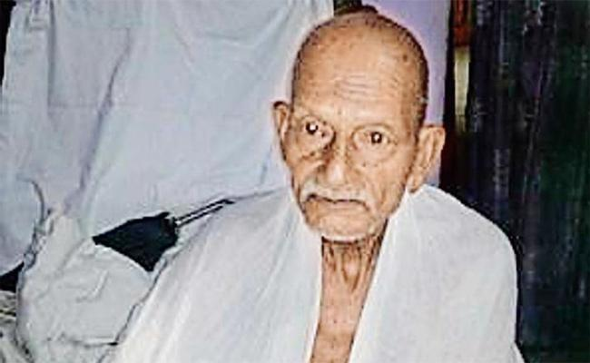 Dhoti Clad Old Man Denied Entry In Shatabdi Express - Sakshi