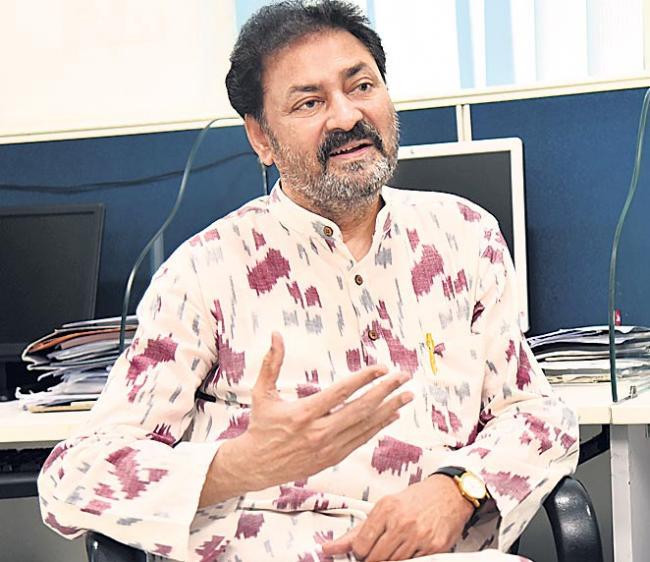 chakrapani interview about chintakindi mallesham - Sakshi