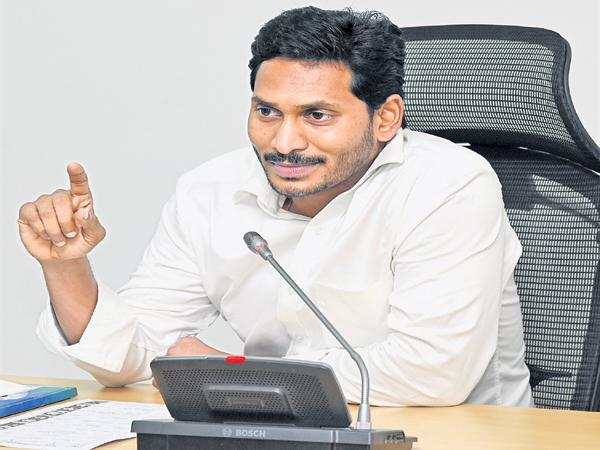 YS Jagan Mohan Reddy Comments in a meeting with the Expert Committee on Education Reform - Sakshi