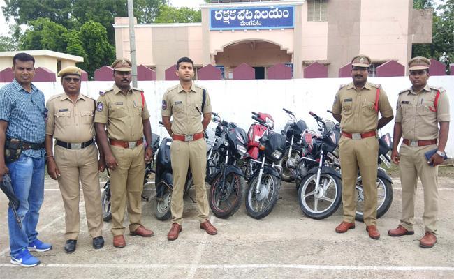 Bike Thief Arrested In Warangal - Sakshi