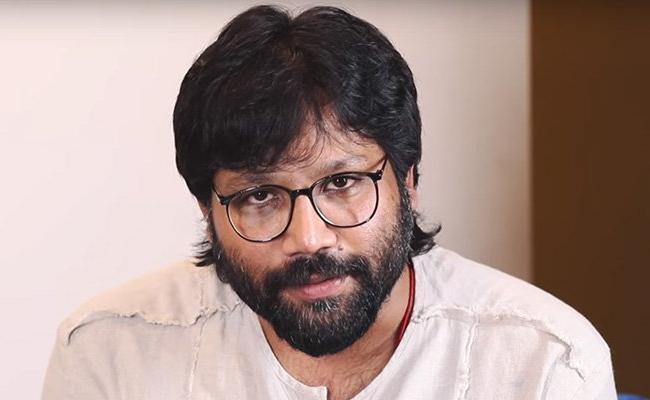 Arjun reddy Director Sundeep Reddy Vanga Fires on Bollywood Critics - Sakshi