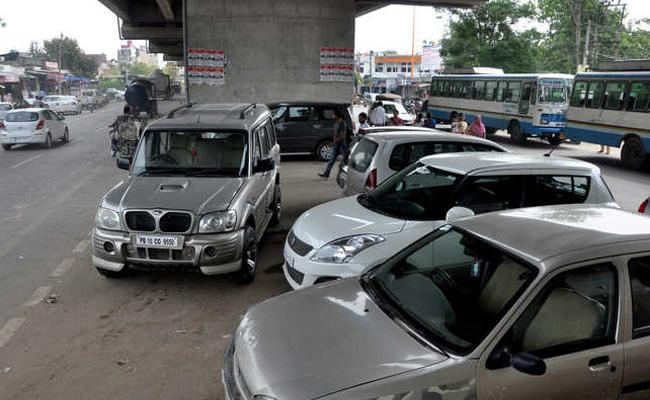 Parking Illegally In Mumbai Vehicle Owners Fined Upto Rs 23000 - Sakshi