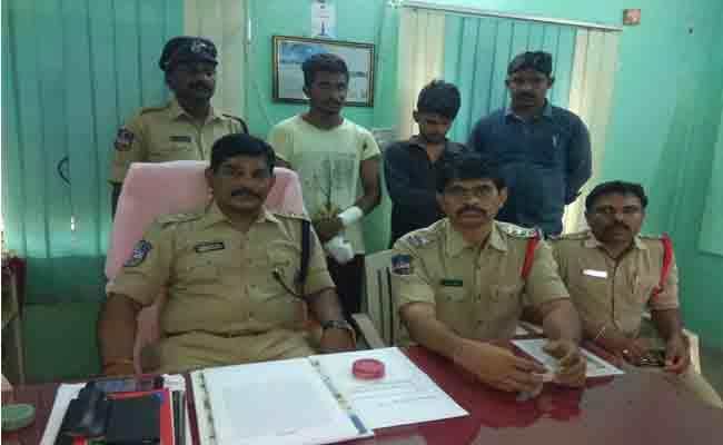 Police Arrested Two Peoples To Connect Murder Case - Sakshi