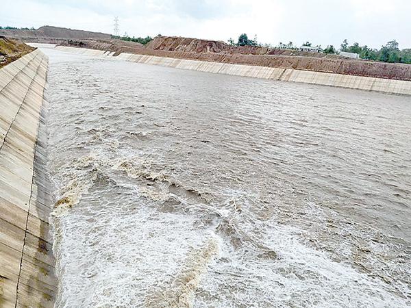 Increased flood at Kannepalli - Sakshi
